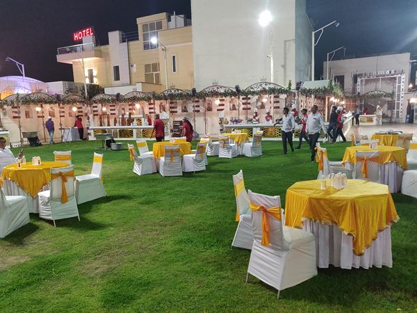 LIVE STALLS & CATERING